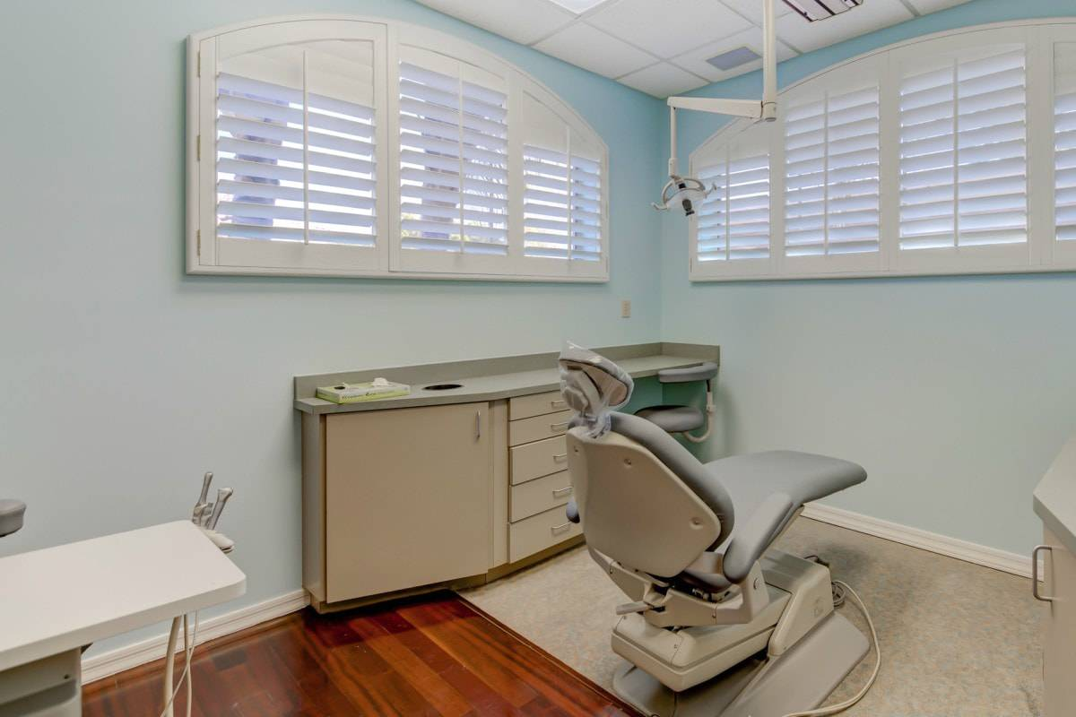 Dental office examination room with teal walls